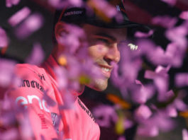 Etappes start Giro d'Italia 2018 Tom Dumoulin roze trui wedden favoriet etappe 11 wielrennen Getty